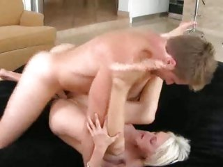 Glorious milf likes getting her moist snatch hammered