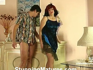 Chunky and farty mama revealing her skills in 10-Pounder-riding and giving oral-service